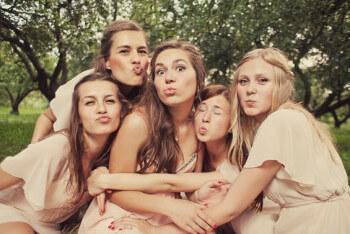 Brautjungfern lustig