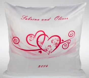 Individuelles Hochzeitskissen mit Herzchen