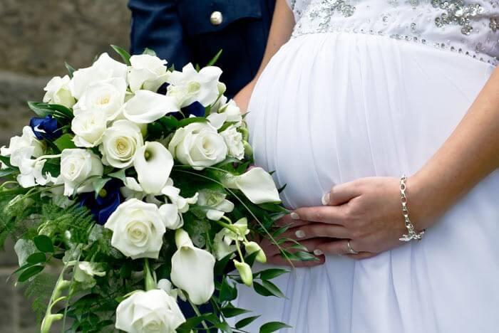 Schwanger heiraten mit tollem Brautkleid
