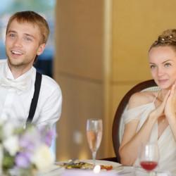 Brautpaar verfolgt Hochzeitssketch