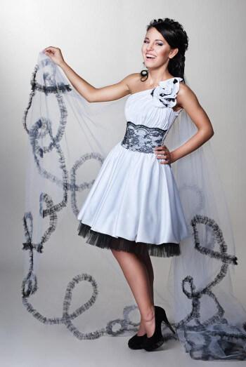 Kurze Brautkleider: Weiß-Schwarz