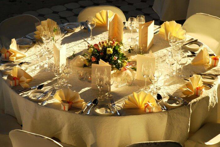 Hochzeit Blumendeko runder Tisch