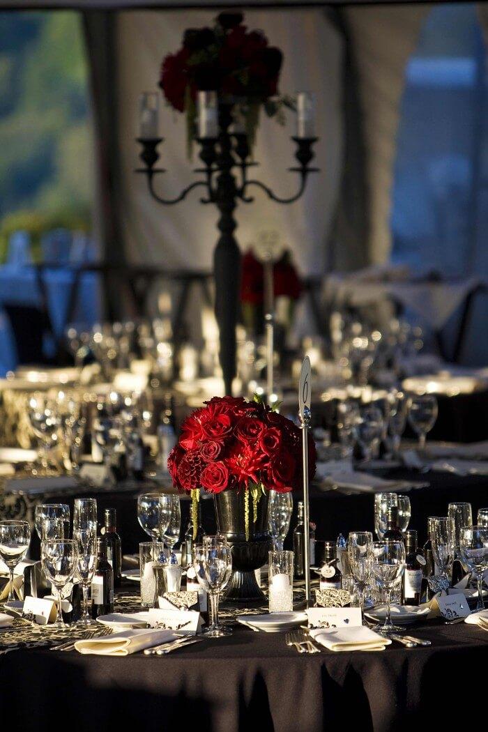 Hochzeitstischdeko rote Rosen