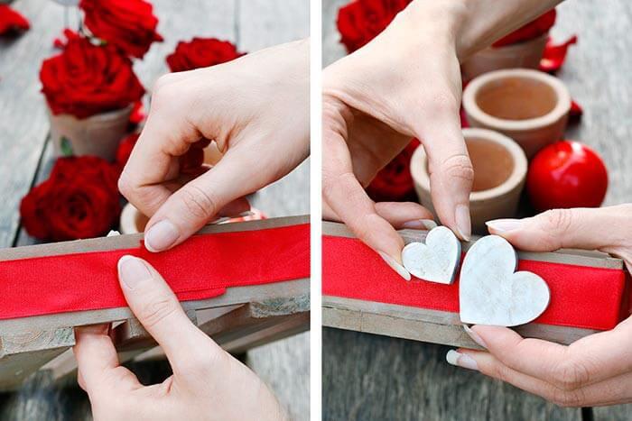 Romantische Tischdeko auf dem Tablett