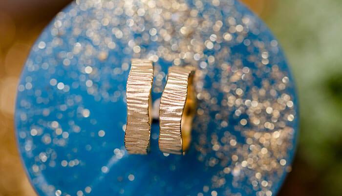 Trauringe Gold Struktur