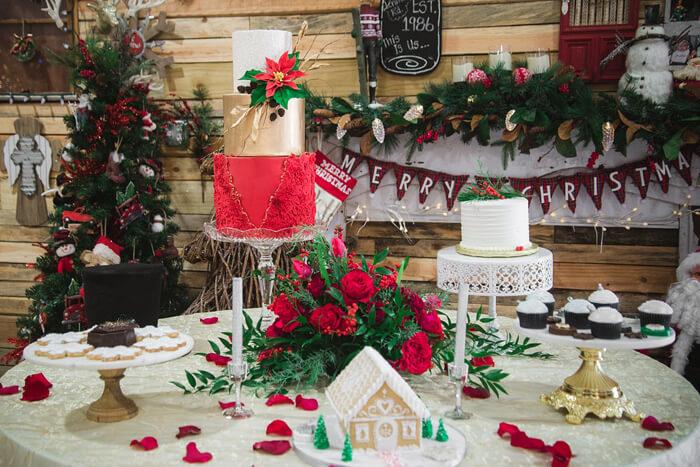 Weihnachtshochzeit Kuchenbuffet