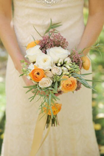 Brautstrauß in Apricot & Weiß
