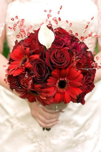 Brautstrauß mit Rosen & Gerbera