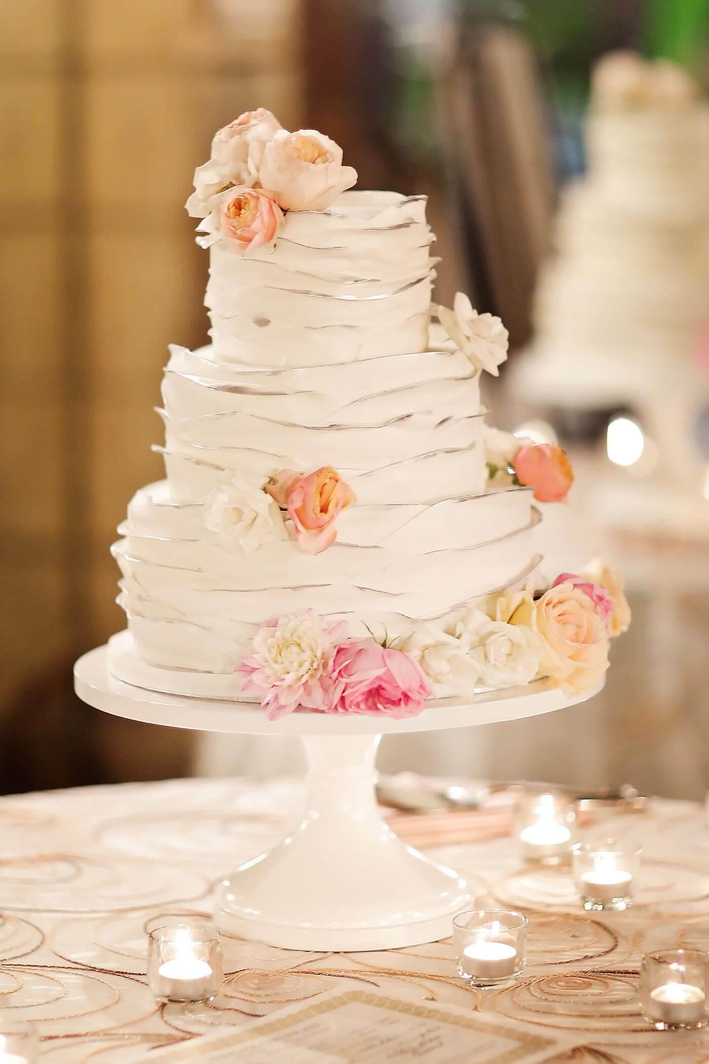 Hochzeitstorte in Pastelltönen