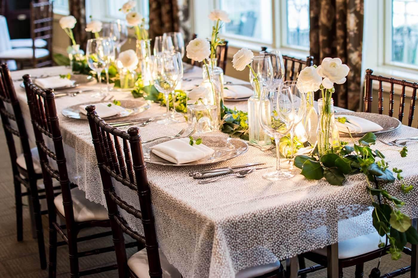 Blumendeko für den Hochzeitstisch