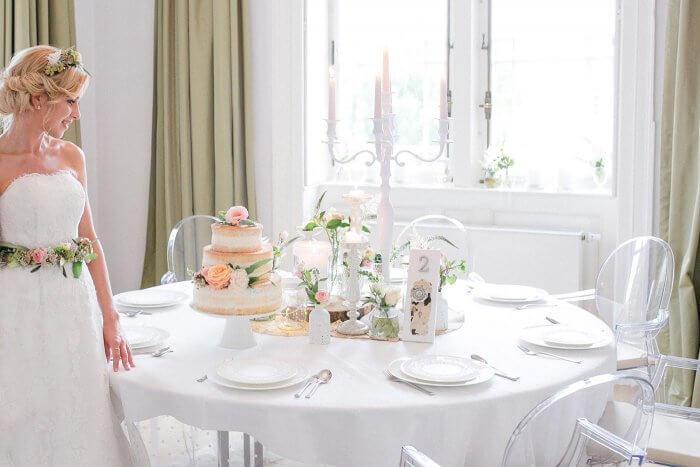 Hochzeitsdeko runde Tische