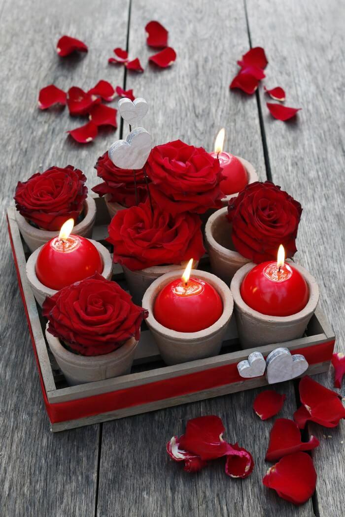 Romantische Tischdeko mit Rosen