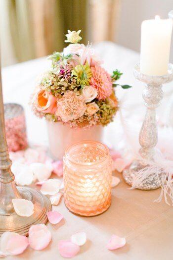 Tischdekoration: Hochzeit mit Blumen