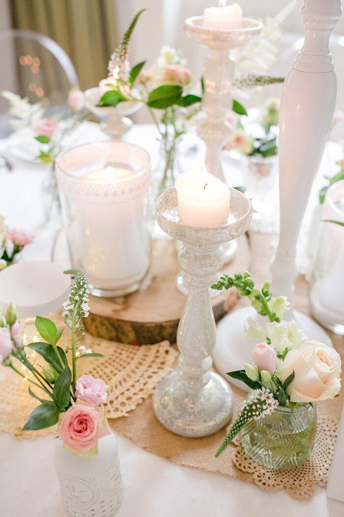 Tischdekoration mit Kerzen