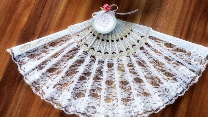 Fächer zur Hochzeit in weiß