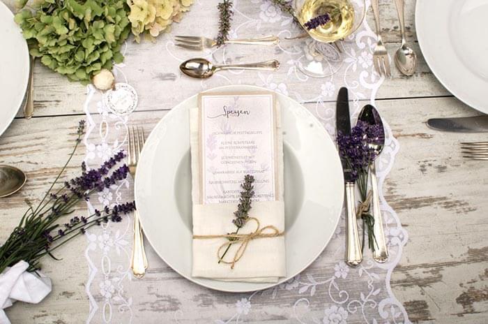 Sommerliche Tischdeko mit Lavendel