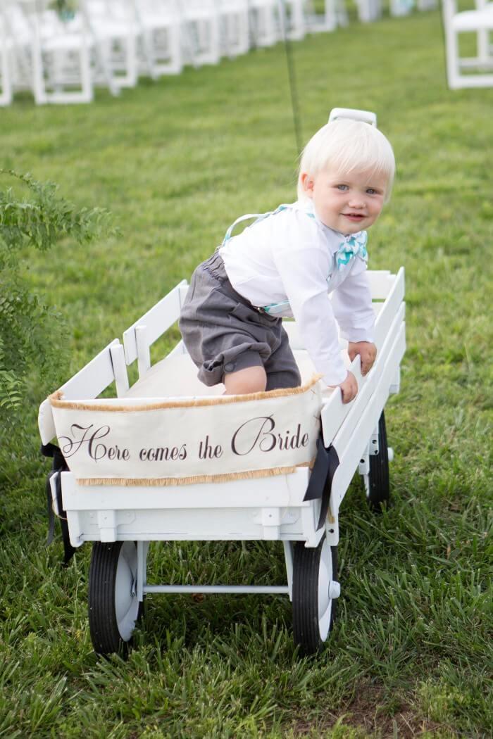Hochzeitsschild am Bollerwagen