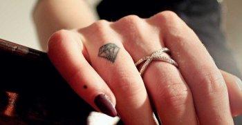 Ehering Tattoo Finger