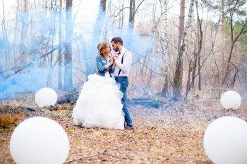 Bunter Rauch für die Hochzeitsfotos