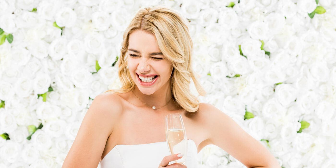 Braut mit schönen Zähnen