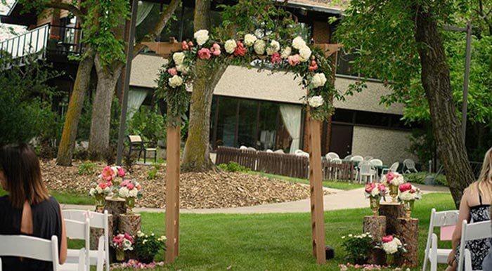 Rosenbogen Blumen zur Hochzeit